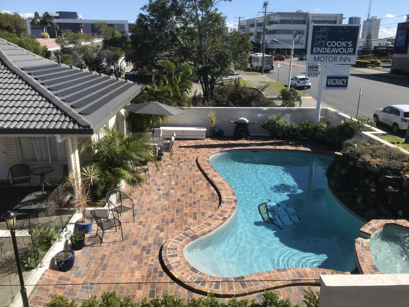 Pool & Entertainment Area Cooks Endeavour Motor Inn